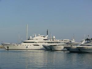 Lyxiga båtar i Puerto Banus